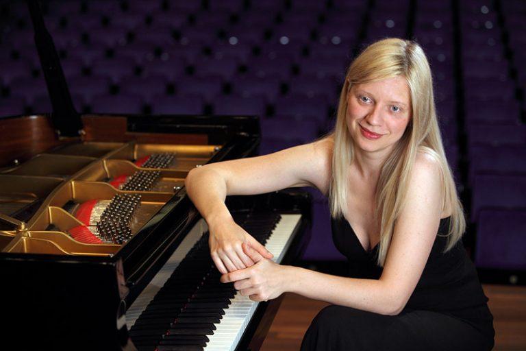 Styrdes den svenska kampanjen mot världsberömda pianisten Valentina Lisitsa från utlandet?