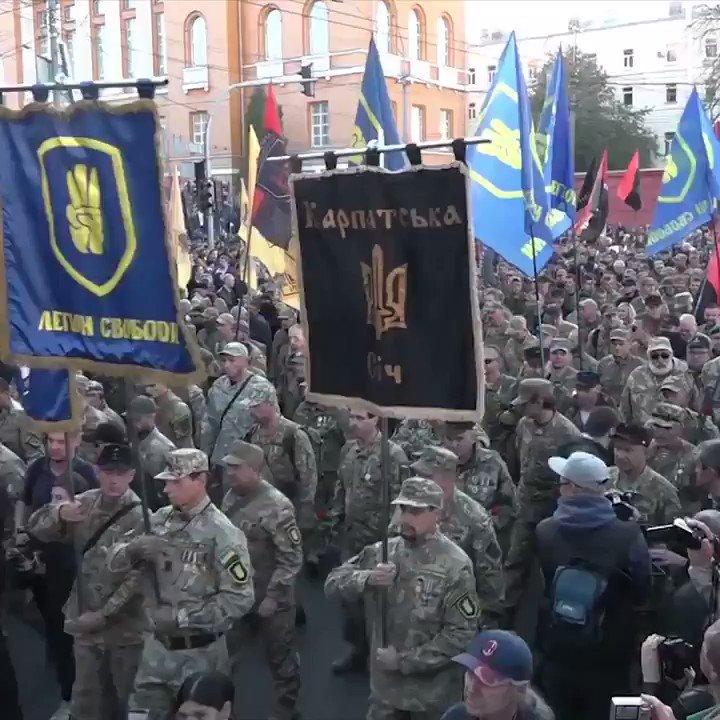 Hundratals miljoner från Sverige till Ukraina där man marscherar för att hedra nazister