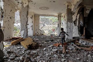 """Jemen: Bränslet tar slut och de sista sjukhusen stängs! """"Världssamfundet"""" gäspar och låter Saudis hållas."""