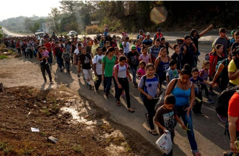 USA:s politik skapar miljoner flyktingar i Mellanöstern,  och flyktingar från Centralamerika hotas av militär