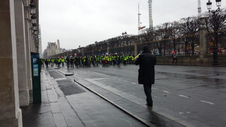 Ute bland gula västar i Paris i lördags