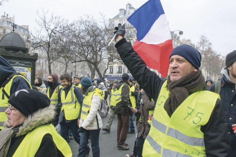 Polisvåld mot fredliga demonstranter i Frankrike. Macron tävlar med Lukashenko?