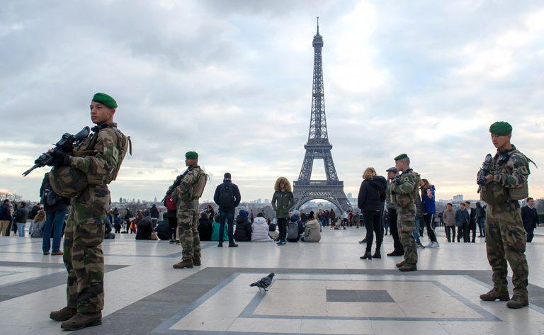 Macron sätter in antiterroriststyrkan mot Gula västarna!
