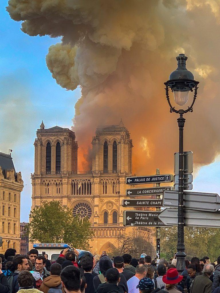 """Varför bara Notre Dame – och inte Bamiyan, Babylon, Palmyra? Västs hycklande omsorg om """"kultur""""."""