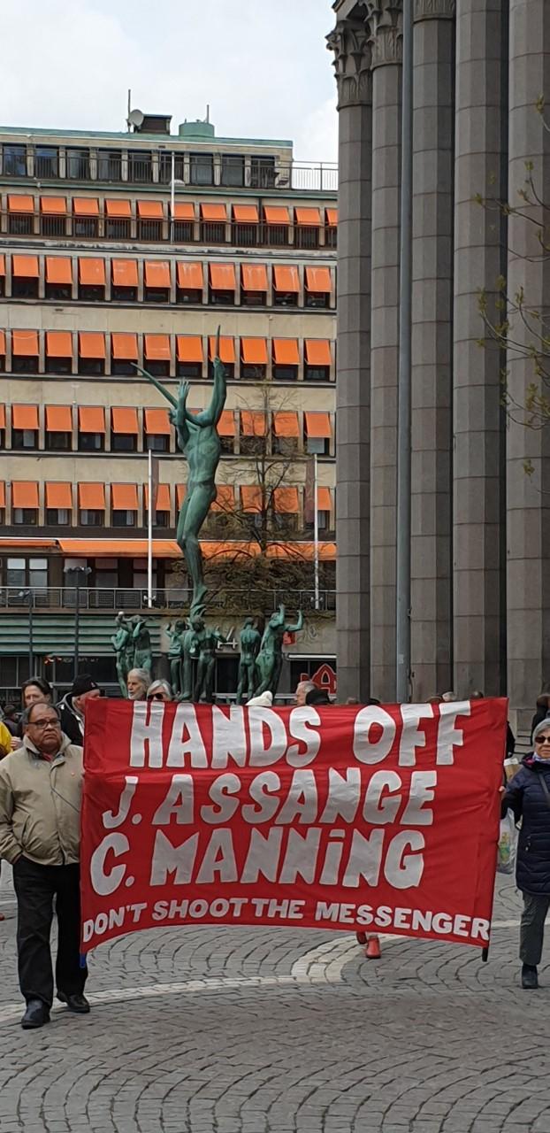 Manifestation: Frige demokratiska visselblåsarna Julian Assange och Chelsea Manning!