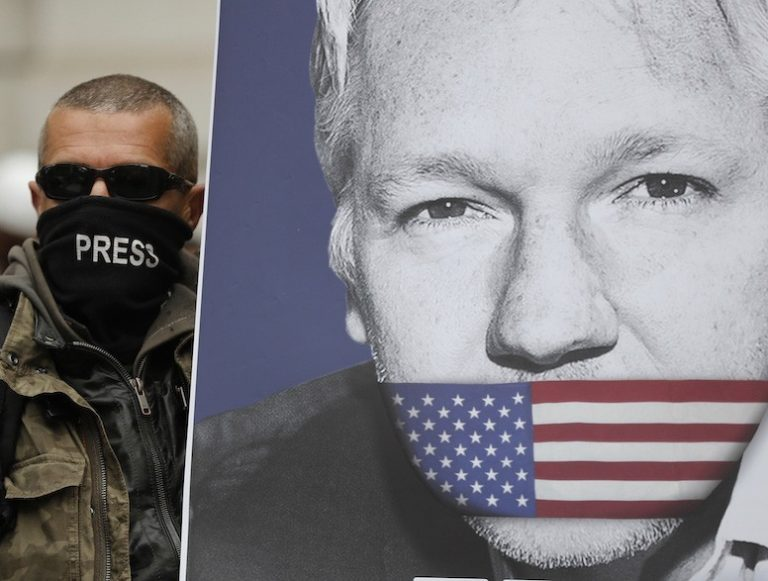 Frige visselblåsarna Julian Assange & Chelsea Manning. Manifestation i Stockholm lördagen 13 juli.