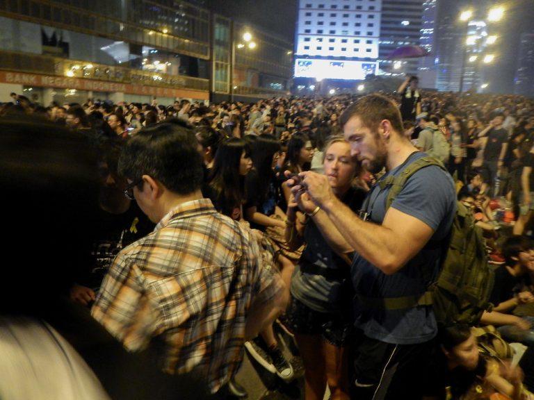 Samma slags demonstranter i Hongkong och bland Gula Västarna i Frankrike?