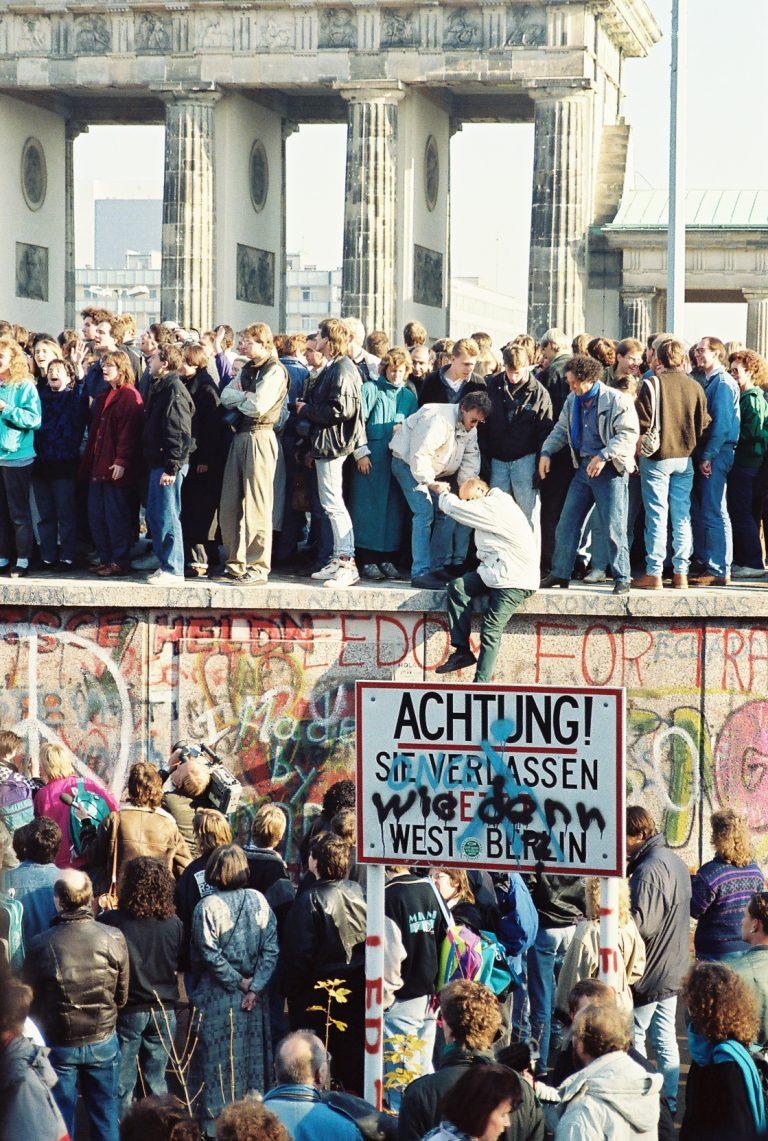 """Lyckliga """"östtyskar"""" 30 år efter murens fall?"""