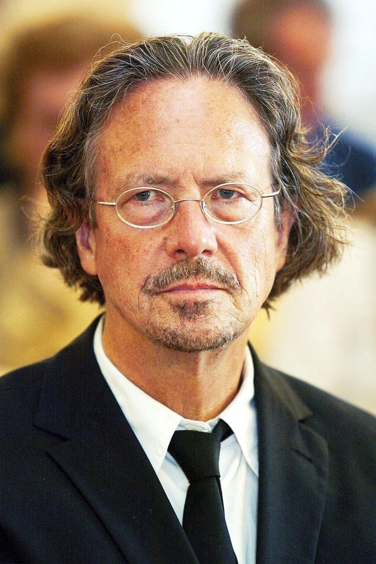 """Var det fel att ge Nobelpris till Peter Handke?  – """" En politisk idiot"""" (DN:s Björn Wiman) eller mer av obehaglig sanningssägare?"""