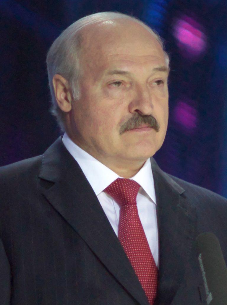 Lukashenko avgår som president sedan en ny konstitution antagits!