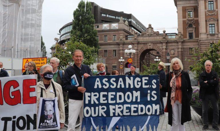 Film från den stora manifestationen i Stockholm för Julian Assange 15 september.