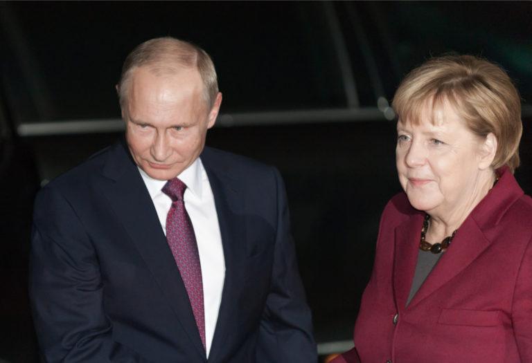Ryssland tillbakavisar hot om sanktioner och söker samarbete med Tyskland om Navalny-fallet