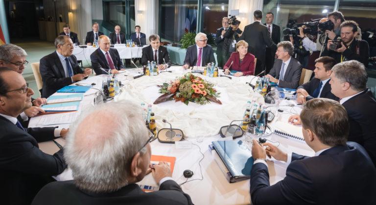 Rysslands utrikesminister Lavrov säger att Moskva kan stoppa dialogen om EU inte respekterar Ryssland
