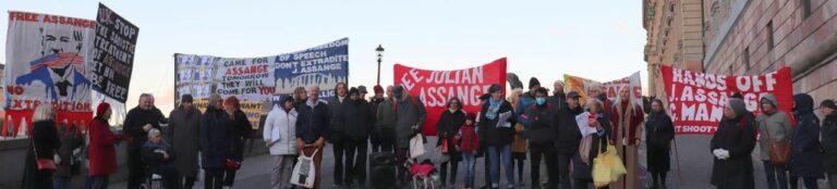Tal av Charlotte Krook, poet och konstnär: Från manifestationen för Julian Assange och yttrandefrihet i Stockholm 14 november