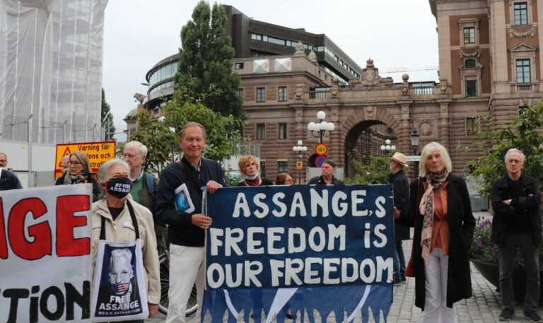 Från manifestationen till stöd för Julian Assange på Odenplan 11 september!