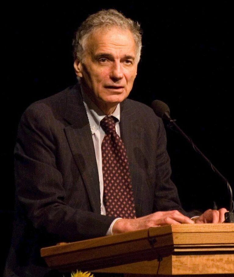 Miljökämpen Ralph Nader kritiserar Demokraterna för svag valkampanj. Varför?