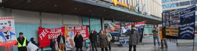 Lyckad manifestation för Assange och yttrandefriheten i lördags. Tal av författaren  och historikern Folke Schimanski