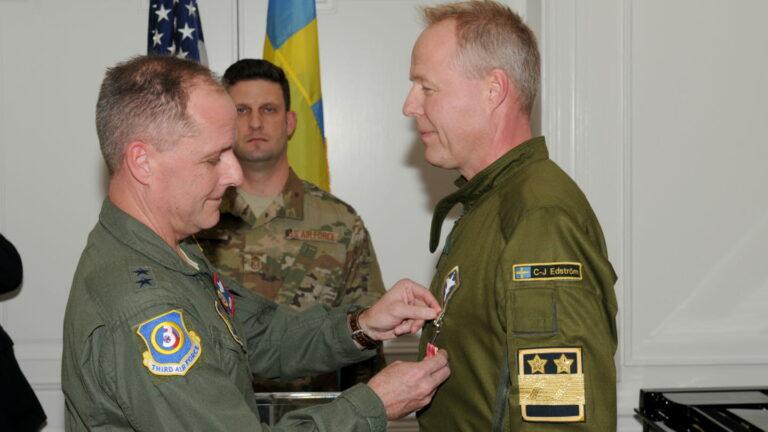 USA:s bombflyg övade åter i Sverige – krigsförberedelse mot Ryssland med hjälp av USA-medaljerad flygvapenchef?