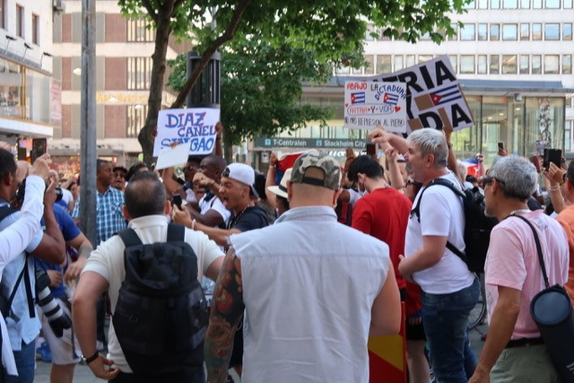 Massiv desinformationskampanj mot Kuba avslöjad, bråk av exilkubaner i Stockholm